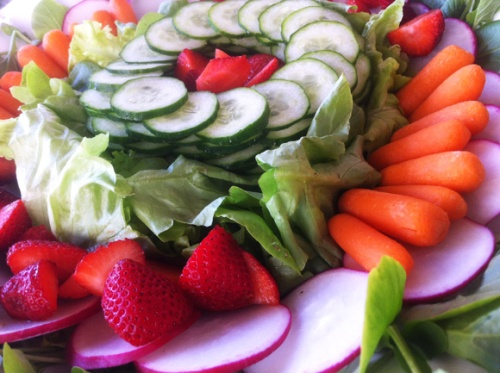 salada-pepino-rabanete-e-morango1