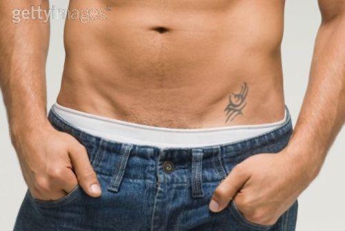 modelo-de-tatuagem-na-virilha-masculina